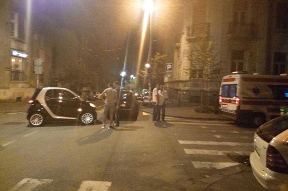 UDES U STRAHINJIĆA BANA: Smart udario taksistu zbog zaklonjenog znaka za prvenstvo prolaza