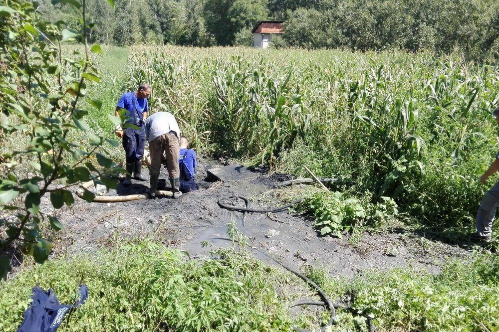 (FOTO) NEMAR PROKUPČANA IZAZVAO HAOS: Radnici 6 sati otpušavali kanalizaciju