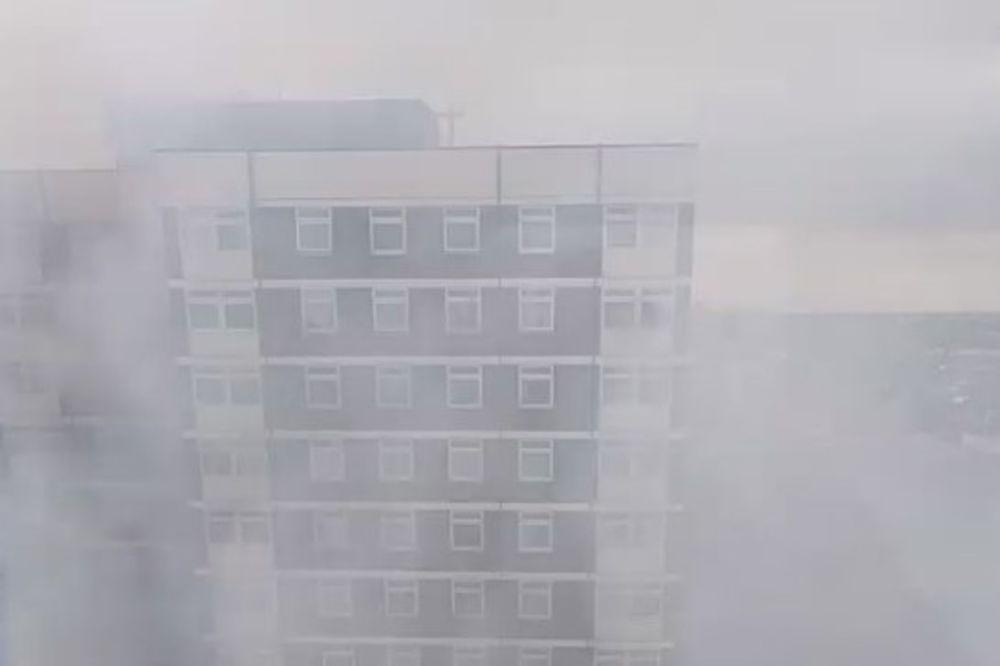 VELIKI POŽAR U LONDONU: Vatra zahvatila zgradu, dim prekrio ceo kraj