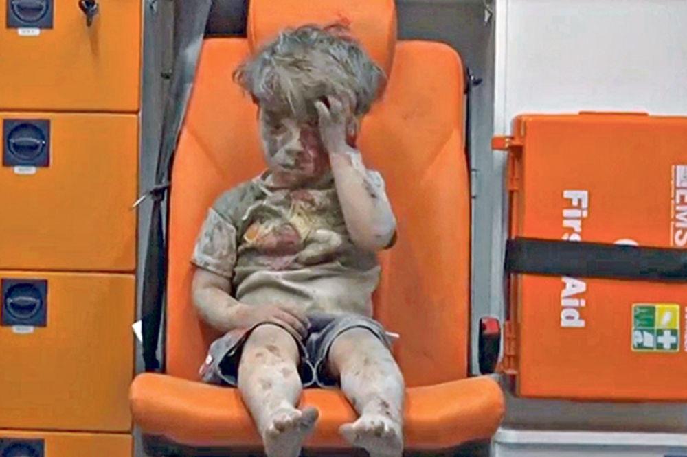 (VIDEO) KINESKA CCTV: Sumnja se da je potresni snimak sirijskog dečaka Omrana lažan
