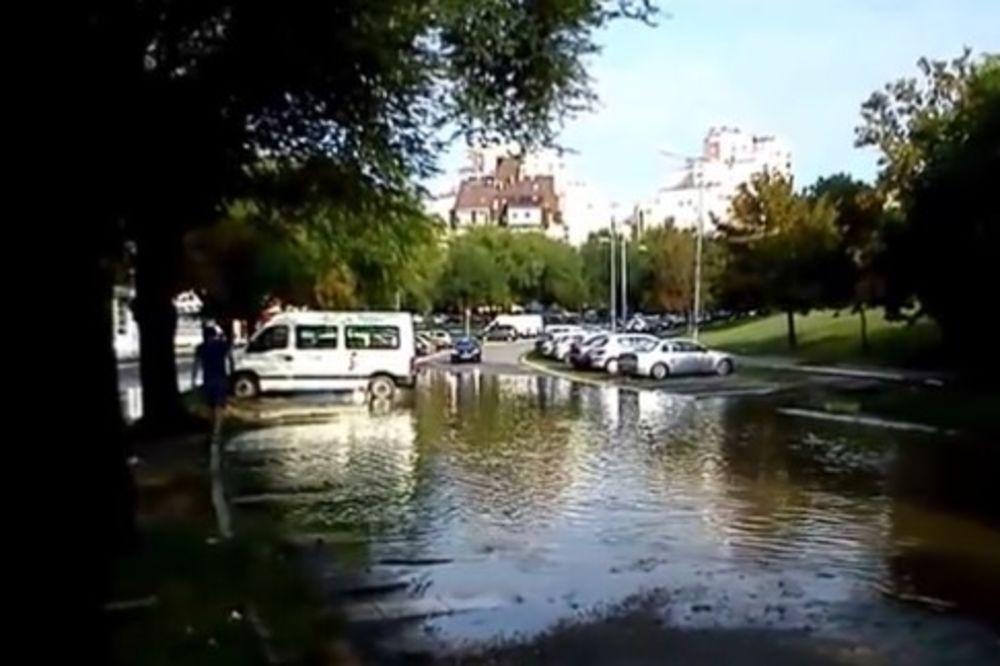 (VIDEO) POSLE MONSUNA NA VIDIKOVCU: Osvanulo jezero nasred ulice