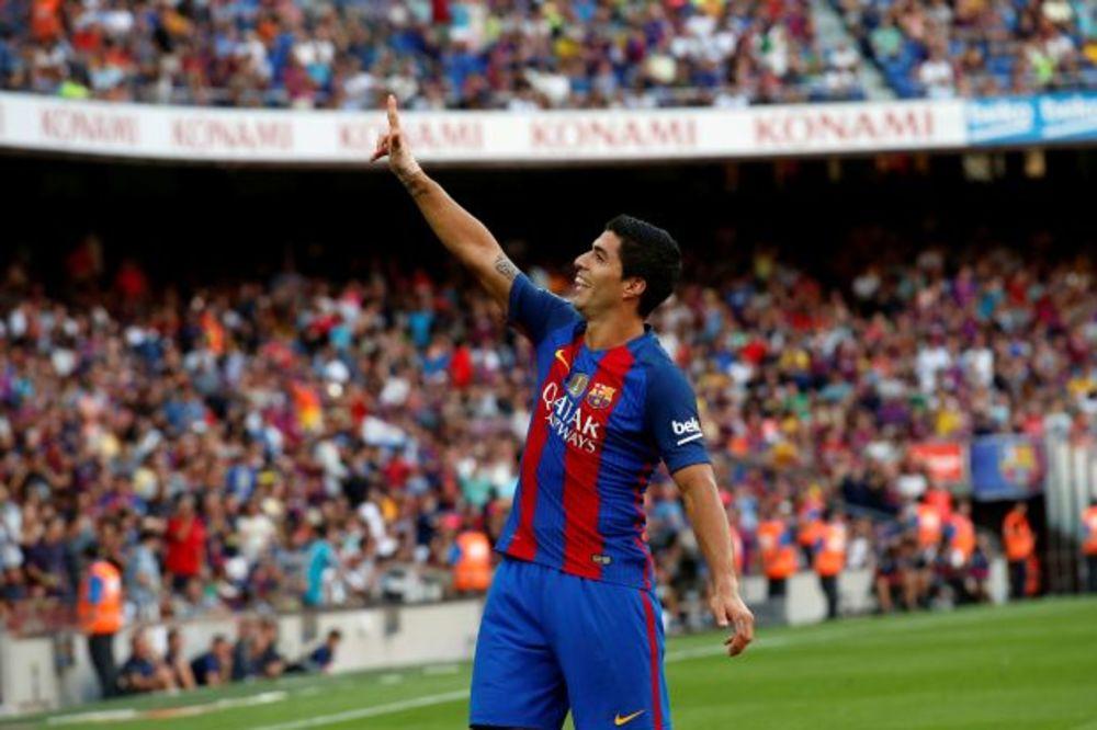 (VIDEO) ŠOU NA NOU KAMPU: Barselona zgazila Betis uz het-trik Suareza