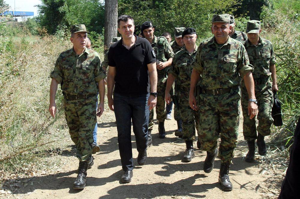 Ministar Đorđević obišao Zajedničke snage vojske i policije na granici prema Makedoniji