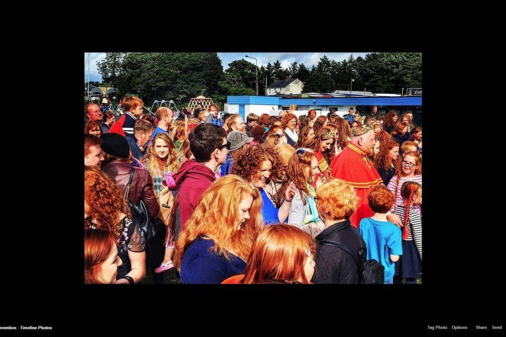 (FOTO) NARANDŽASTO OSVAJANJE: Na hiljade riđokosih ljudi zaposlelo malo selo u Irskoj