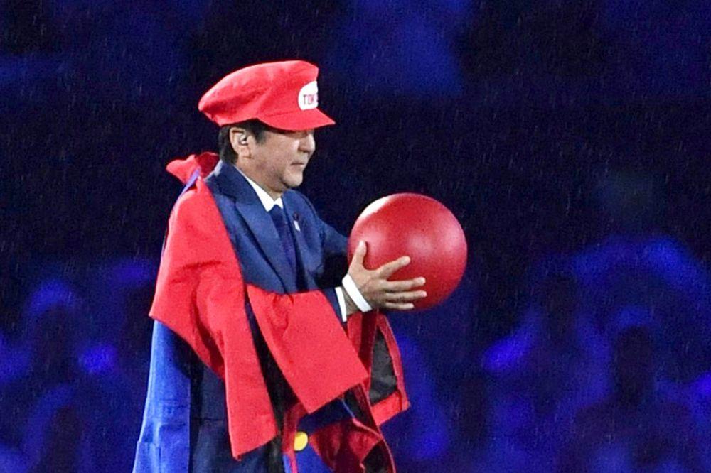 (VIDEO) JAPANSKI PREMIJER JE HIT: Pogledajte šta je uradio na zatvaranju Olimpijskih igara