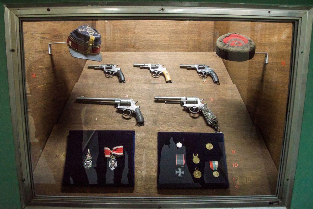 VOJNI MUZEJ: Otvorena izložba pištolja i revolvera
