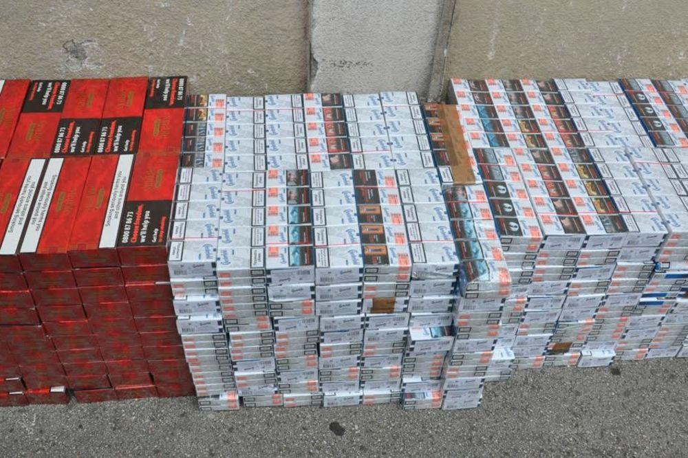 VREDNOST 1,3 MILIONA DINARA: Policija kod kraljeva zaplenila 8.000 paklica cigareta