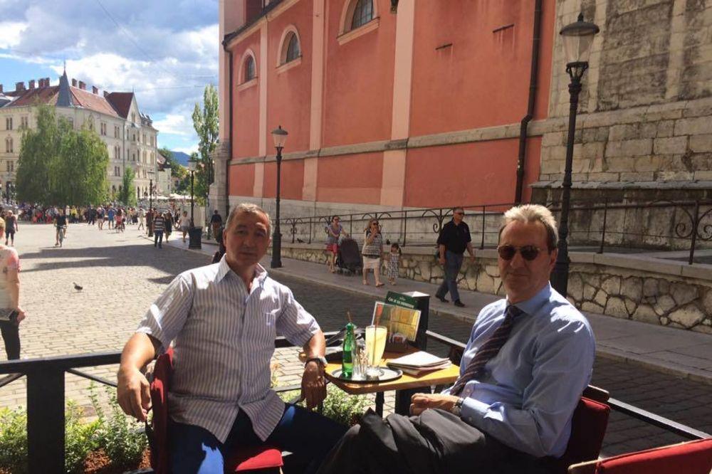 (PAPARACO) DIPLOMATSKO DRUŽENJE: Ambasador Srbije i diplomata iz BiH na kafici u Ljubljani