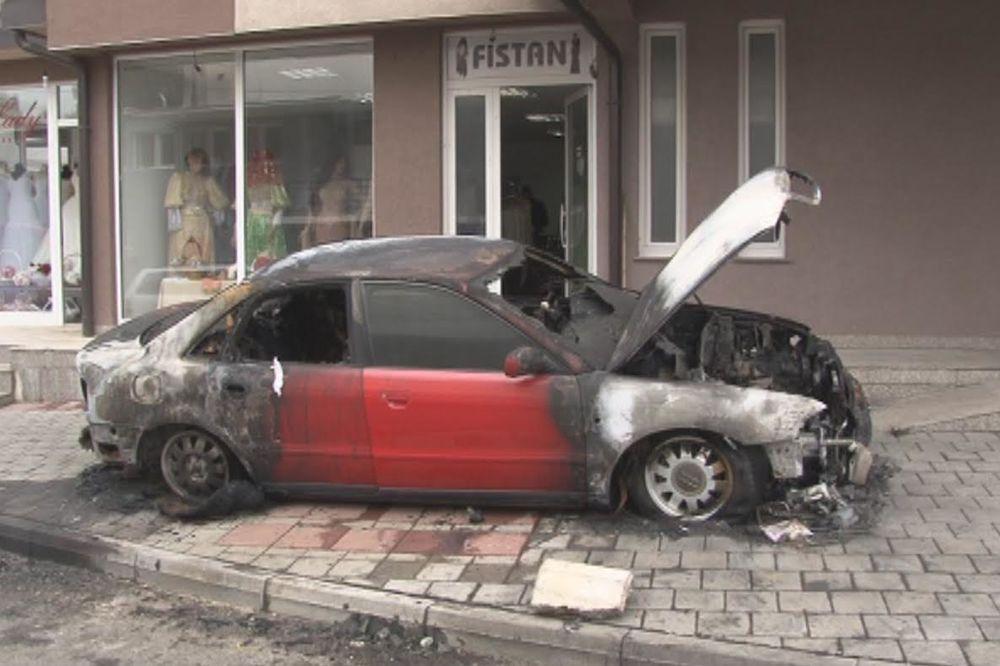 U CENTRU NOVOG PAZARA: Potpuno izgoreo audi