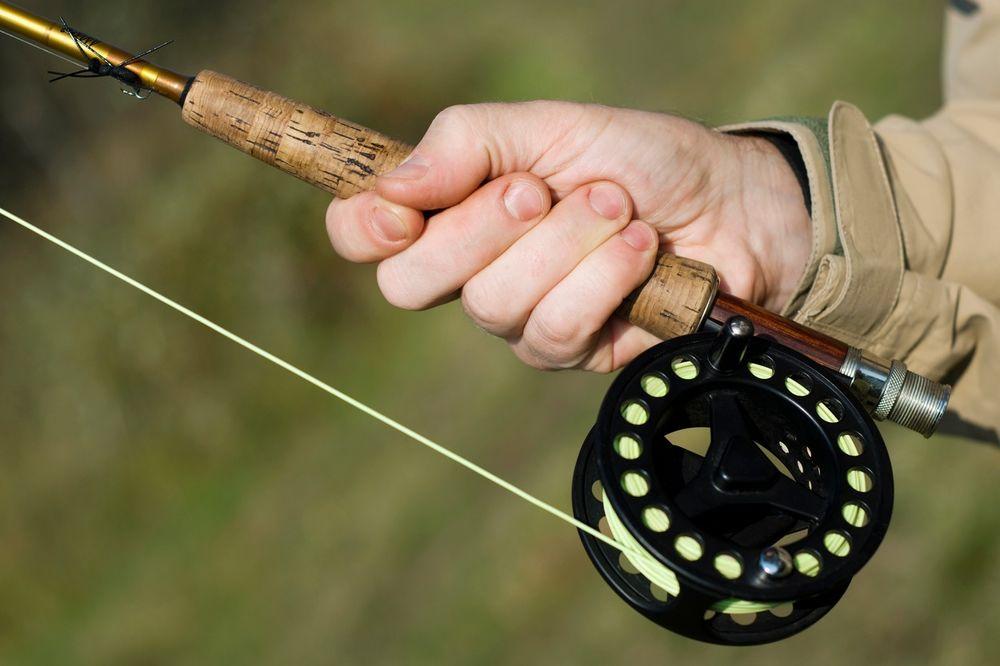 POVUCI, POTEGNI: Pecao ribu, a ulovio nudistu za... porodično blago