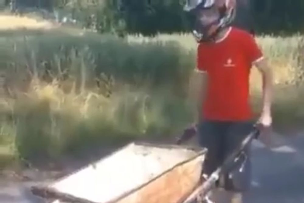 (VIDEO) BOSANAC HIT NA DRUŠTVENIM MREŽAMA: Izmislio kolica na pogon, svi oduševljeni ovim izumom