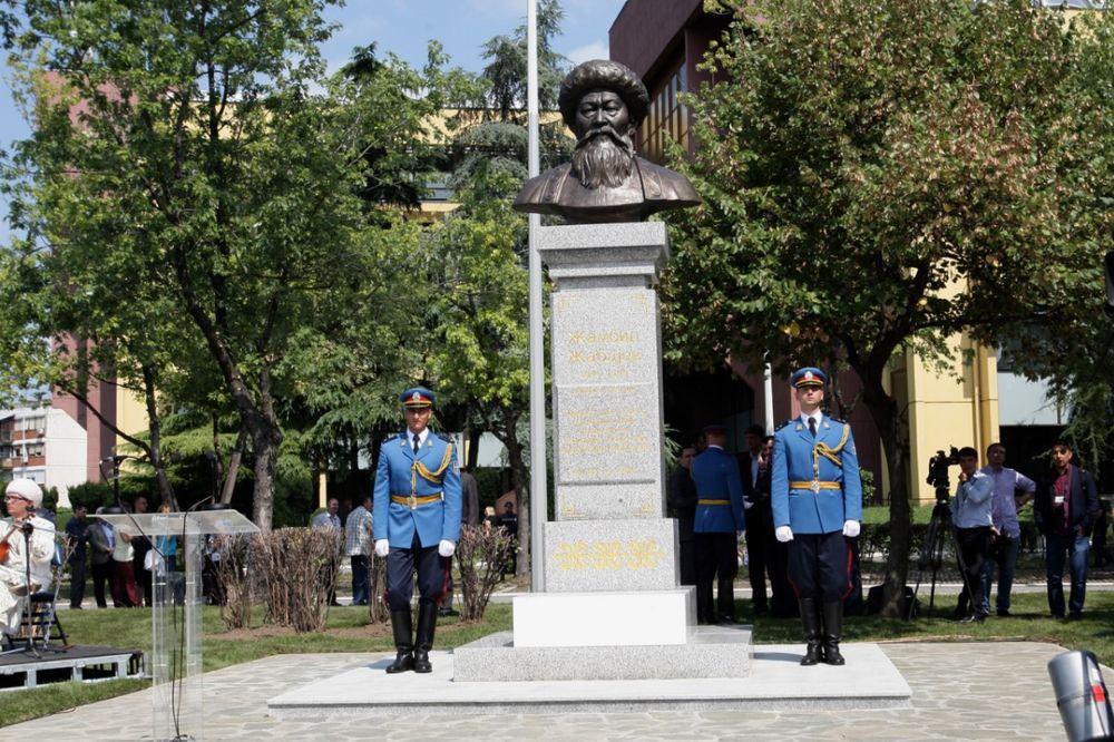 BEOGRAD: Otkrivena bista kazaškom pesniku Žambilu Žabajevu
