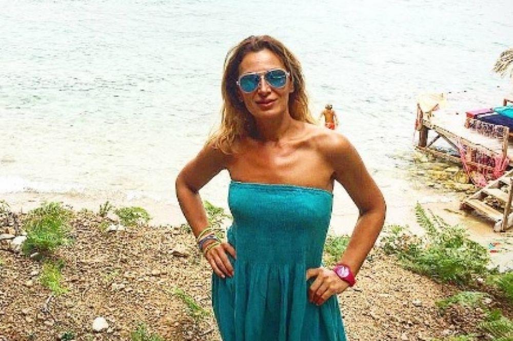(FOTO) Voditeljka Beogradske hronike sa dečkom na moru: Kakav par!