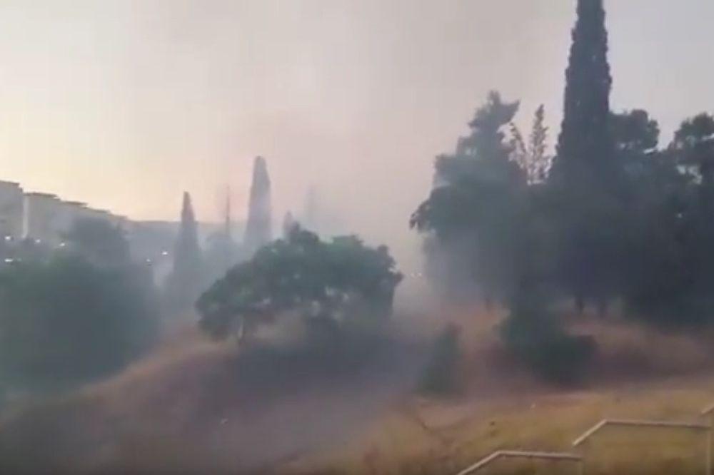 (VIDEO) GOREO CENTAR PODGORICE: Ugašen požar blizu parkinga, Hitne i Gimnazije