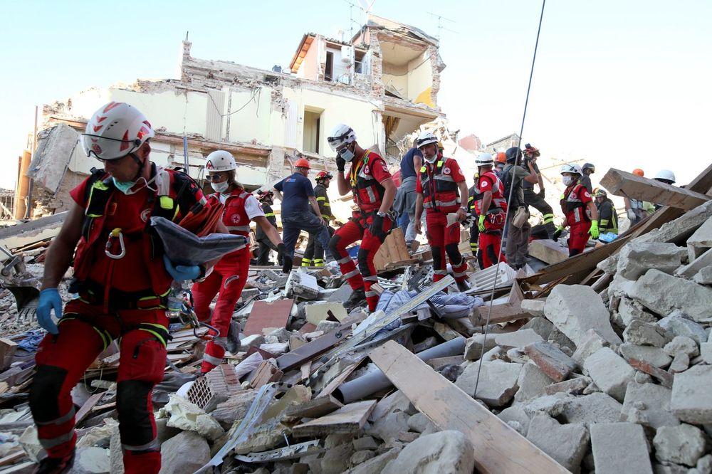 ITALIJA U RUŠEVINAMA, UVODI VANREDNO STANJE Novi potres od 4,6, dosad poginulo 247, na ulicama haos