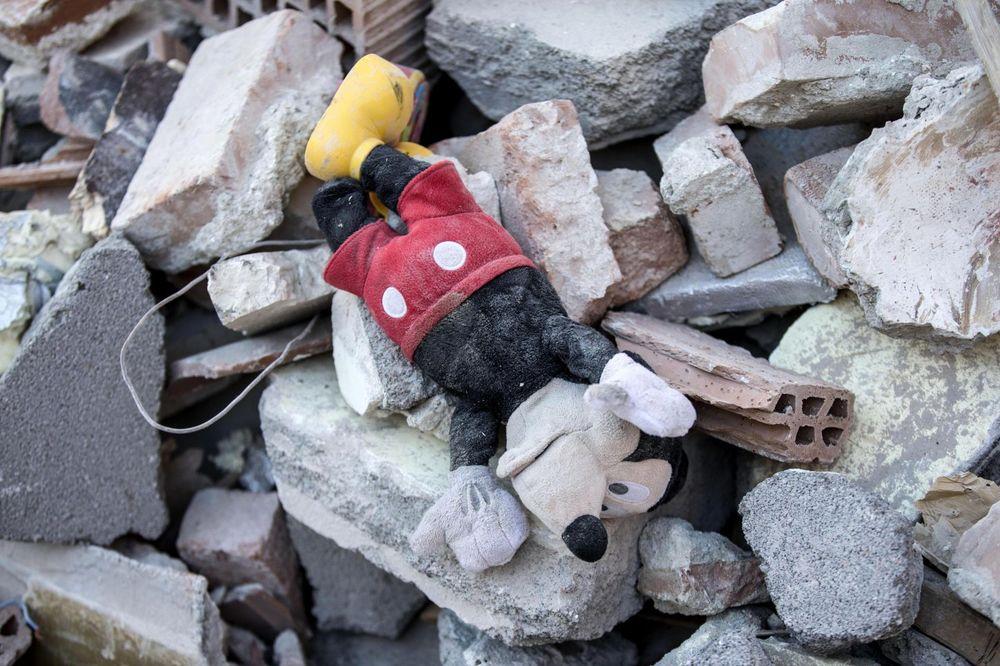 ITALIJA U AGONIJI: Mnogo je dece među žrtvama razornog zemljotresa