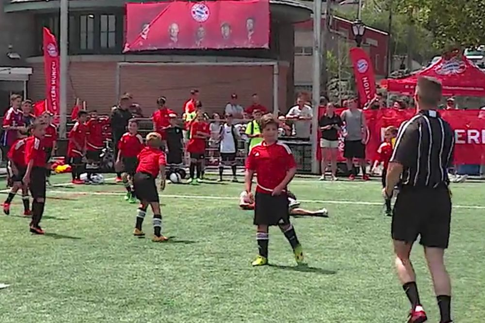 (VIDEO) NEVEROVATAN MEČ: Vidal i Alonso sami protiv 40 igrača i pobedili 3:1!