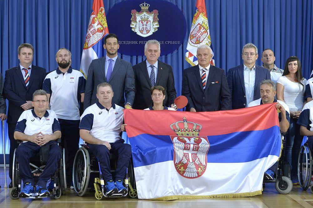 Nikolić uručio državnu zastavu paraolimpijcima Srbije
