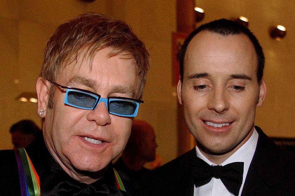 PUCA GEJ BRAK: Suprug Eltona Džona muva Srbina!