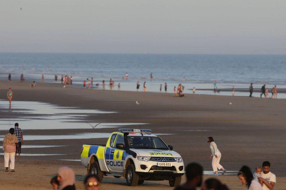 (VIDEO) STRAVA NA PLAŽI KAMBER: Misteriozna smrt tinejdžera koji su se samo kupali u moru