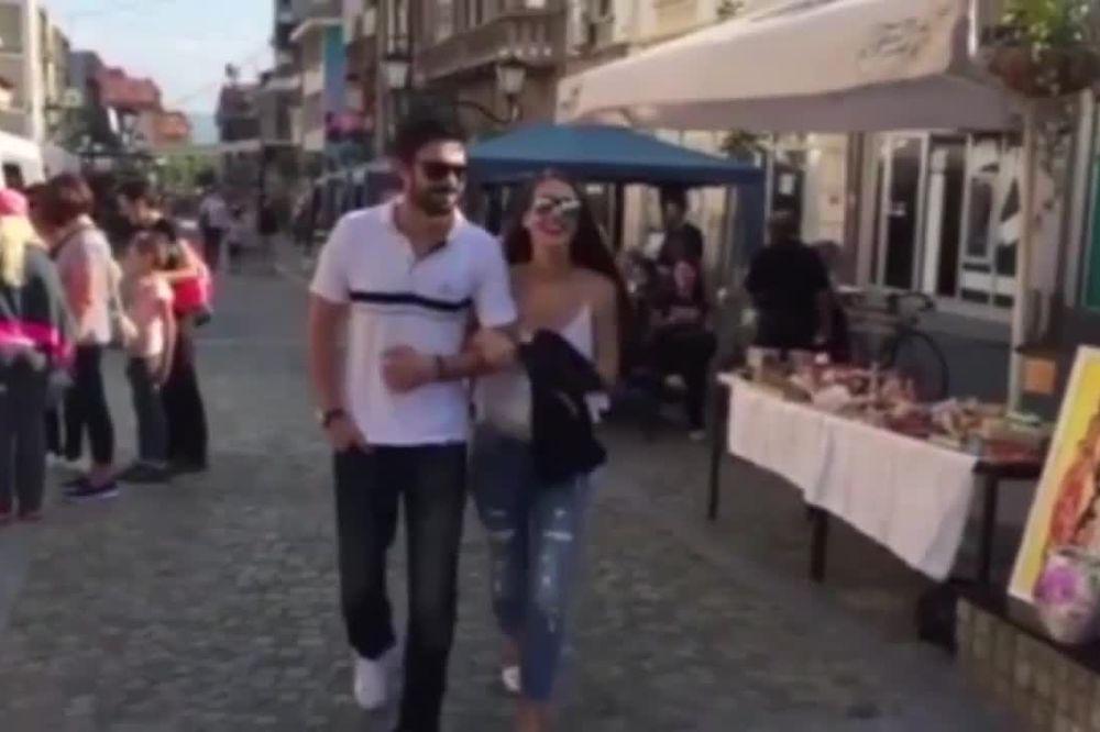 (VIDEO) UHVAĆENI ZAGRLJENI: Brankica Sebastijanović i Milan Vasić nasmejani šetaju Vranjem!