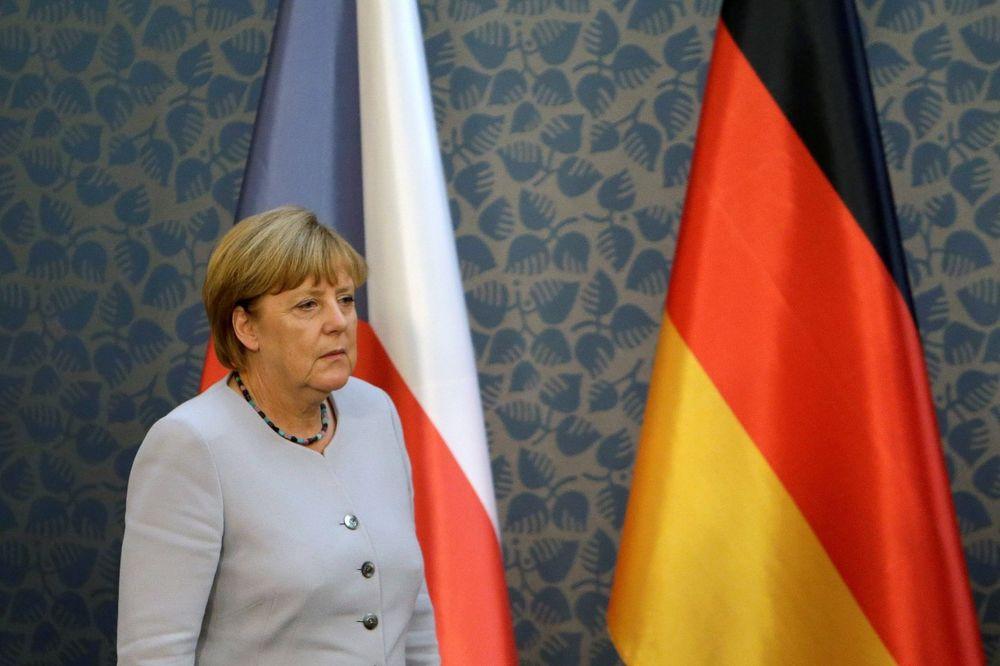 NEMAČKA KANCELARKA NA METI NAPADAČA: Sprečen atentat na Angelu Merkel u Pragu?