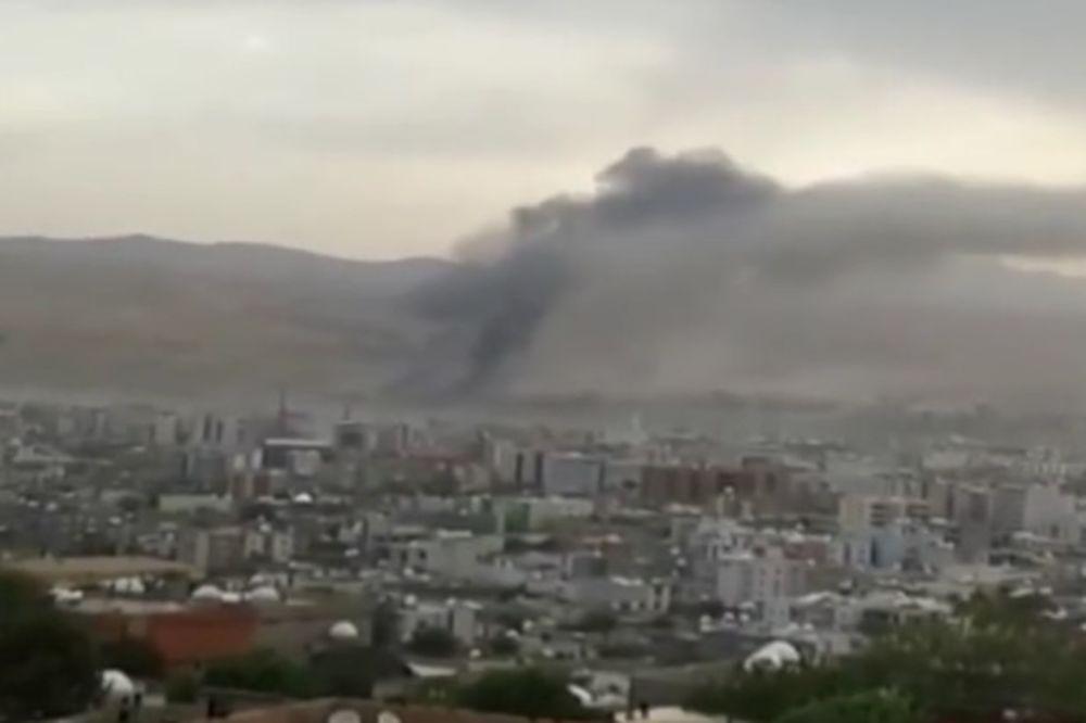 (VIDEO) AUTOM BOMBOM NA POLICIJU: 9 mrtvih, 64 ranjenih u napadu na policijsku stanicu u Turskoj