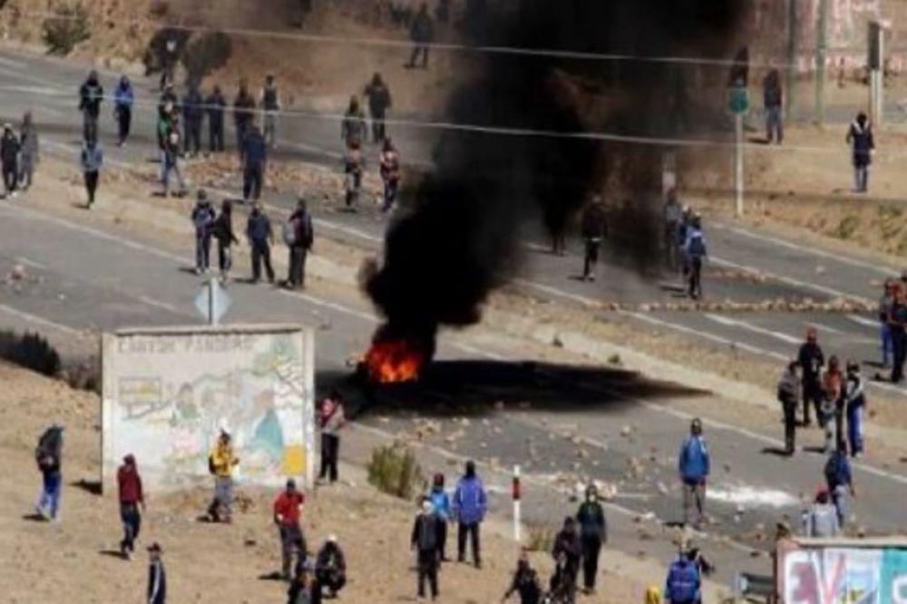 (UZNEMIRUJUĆI VIDEO 18+) BUNA U BOLIVIJI Rudari oteli i na smrt pretukli zamenika ministra policije!