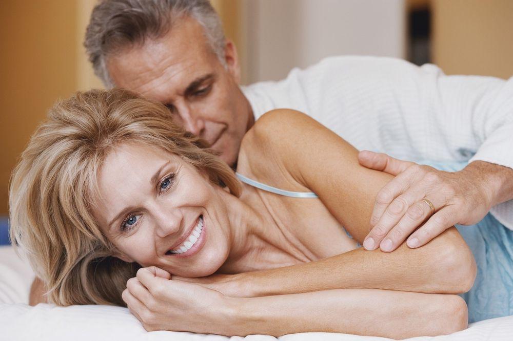 6 RAZLOGA ZAŠTO SU BOLJI STARIJI MUŠKARCI: Evo zašto žene vole veze sa njima
