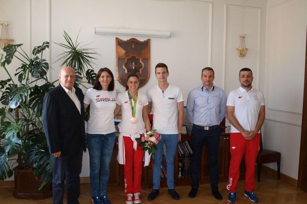 (VIDEO) BANJALUČANI POZDRAVILI ŠAMPIONE: Olimpijci na prijemu kod Dodika