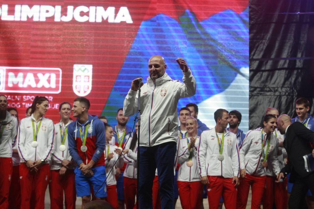 (VIDEO) DIRLJIVO: Pogledajte kako su košarkaši Bajerna čestitali rođendan Saši Đorđeviću