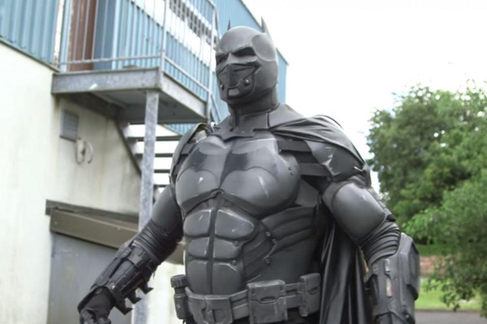 (VIDEO) MRAČNI VITEZ: Napravio funkcionalno Betmenovo odelo i ušao u Ginisovu knjigu rekorda