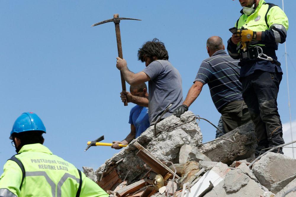 MIGRANTI POMAŽU ITALIJANIMA: Želimo da pokažemo poštovanje prema njima, moramo da im pomognemo!