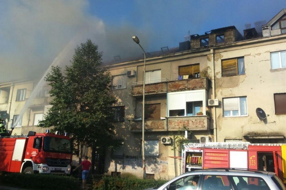 POŽAR U ZGRADI U NIKŠIĆU: Stanari u panici iznosili nameštaj i tako smetali vatrogascima
