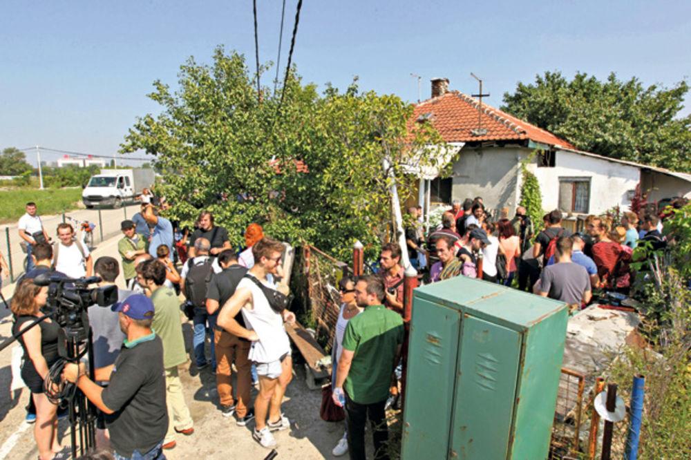 Ne da(vi)mo Beograd: Protestovali zbog iseljenja porodice na Savskom šetalištu