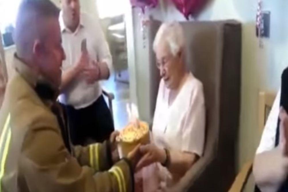 (VIDEO) NAPUNILA JE 105 GODINA: A za rođendan je poželela istetoviranog vatrogasca i...
