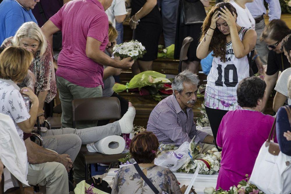 SUZE, OČAJ, NEVERICA: Italija oplakuje žrtve razornog zemljotresa