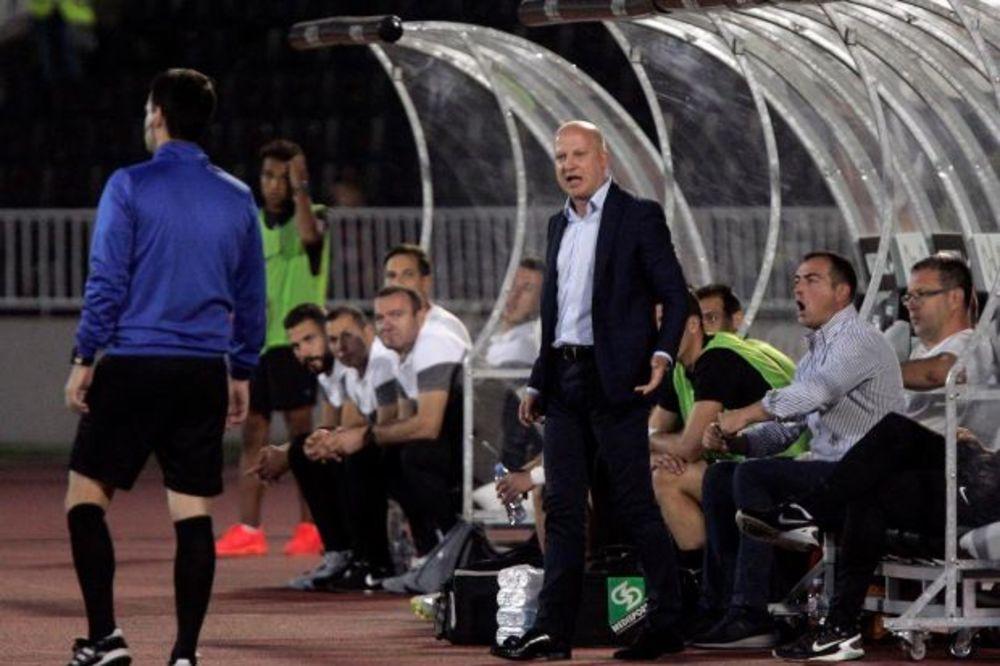 (VIDEO) CRNO-BELI PONOVO BEZ PENALA: Evo zašto je isključen trener Partizana