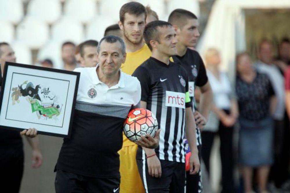 (VIDEO) OPROŠTAJ OD GAVRANA: Evo kako je Partizan ispratio čuvenog ekonoma u penziju