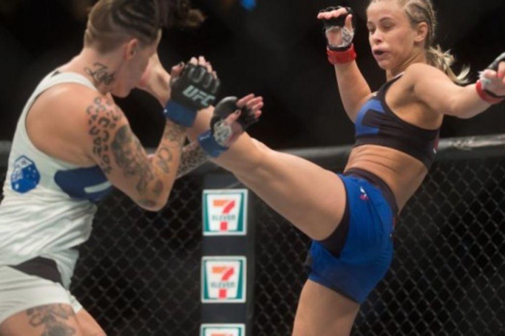 (VIDEO) IZGLEDA SEKSI I OPASNO BIJE: UFC takmičarka se vratila u ring i strašnim udarcem nokautirala