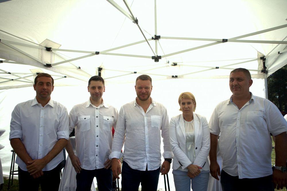 AMSS i SAKSS priredili auto spektakl: Kružna trka okupila ljubitelje automobilizma na Ušću