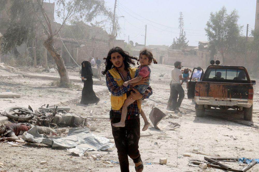 (VIDEO) MRTVIH NA SVE STRANE: Sirijski pobunjenici oslobodili nekoliko sela, ali ubijeno 35 civila!