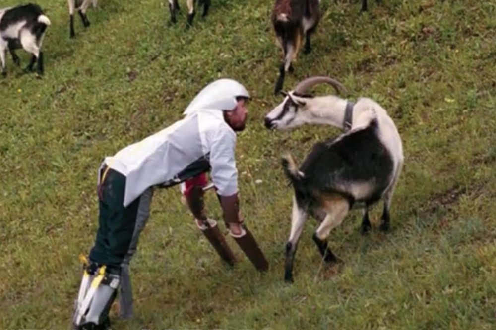 (VIDEO) ČOVEK JARAC: 6 dana je pasao travu i živeo sa kozama