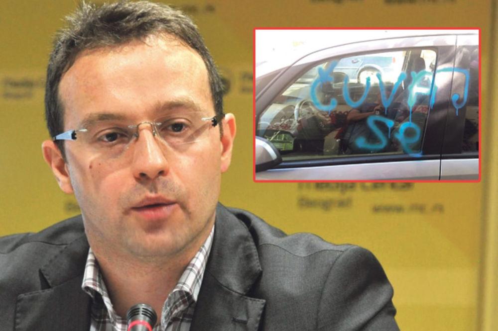 """PRETNJE PREDRAGU PETROVIĆU: Na autu mu ispisali grafit """"Čuvaj se!"""""""