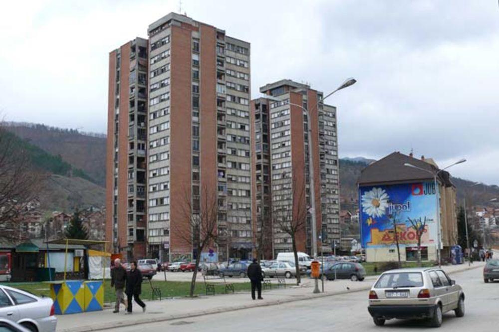 POMOĆ RODITELJIMA PRVAČIĆA: Opština Priboj podelila po 5.000 za đake