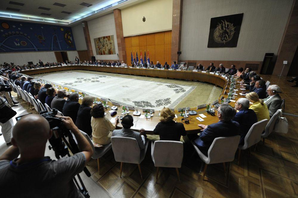 NIJE NI POZVAN: Ambasador Hrvatske nije bio prisutan na sastanku Vučića sa diplomatama
