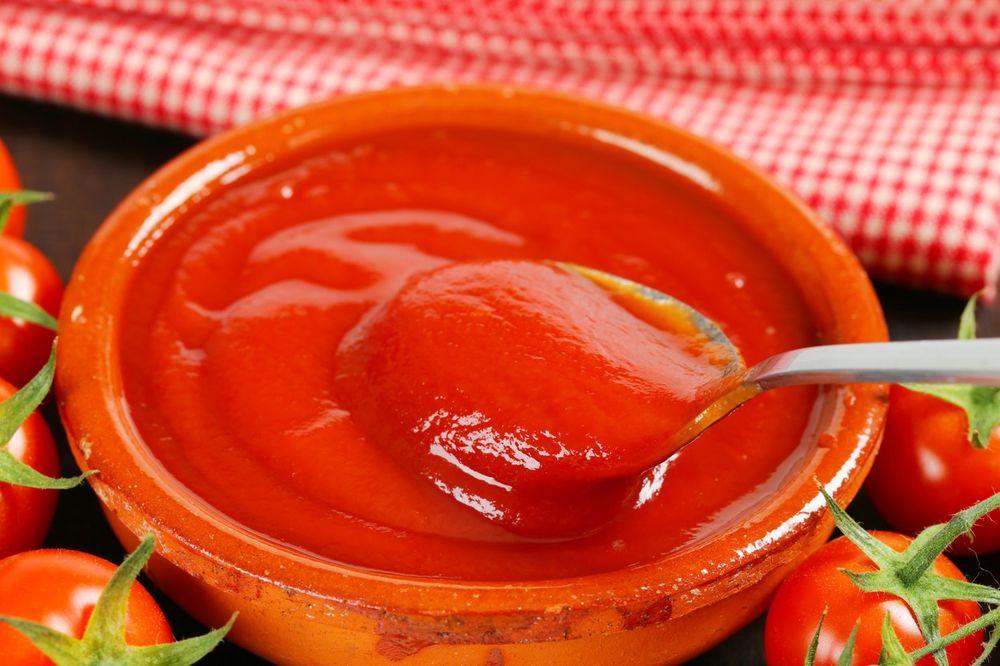 ZDRAVLJE PORODICE JE NAJVAŽNIJE: Napravite sami domaći kečap čiji ukus će vas oduševiti