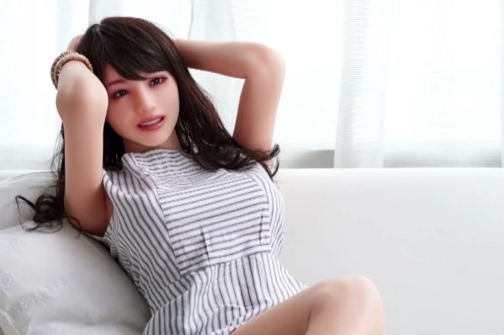 (VIDEO) ZADOVOLJSTVO PO SVAKU CENU: Da li primećujete nešto čudno na ovoj devojci?