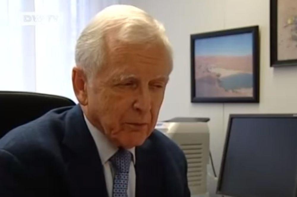 (VIDEO) NEMAČKI DOKTOR NOBELOVAC: Dobijate rak jer jedete OVO!