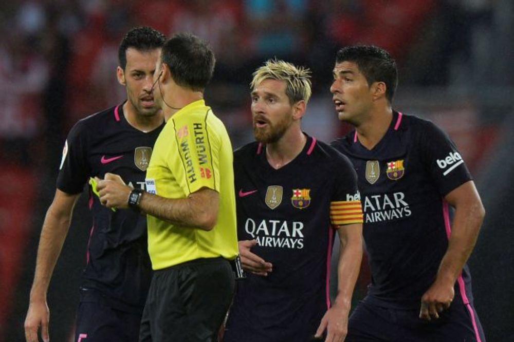 (VIDEO) LUIS SUAREZ PONOVO ODLEPIO: Napadač Barselone žestoko opsovao sudiju